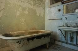Abandoned Toilete Escape